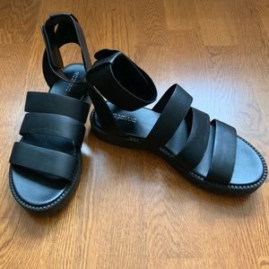 Shoes - Black fake leather sandals
